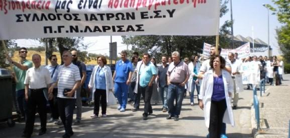 Βουλευτές του ΣΥΡΙΖΑ στη διαμαρτυρία στο ΠΝΛ