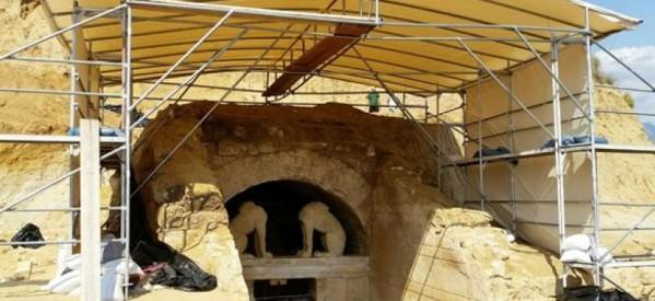 Η κυβέρνηση κλείνει την Εφορεία Αρχαιοτήτων που ανασκάπτει τον τύμβο της Αμφίπολης!