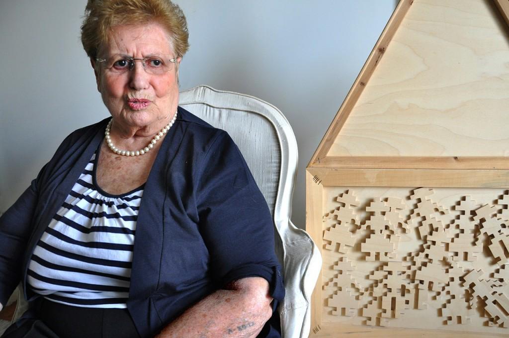 Αννα Μορντεχάι: Η οικογένεια της κατάγεται από τα Γιάννενα, εκτοπίστηκε όμως από την Κέρκυρα. Σήμερα ζεί στην Αθήνα.
