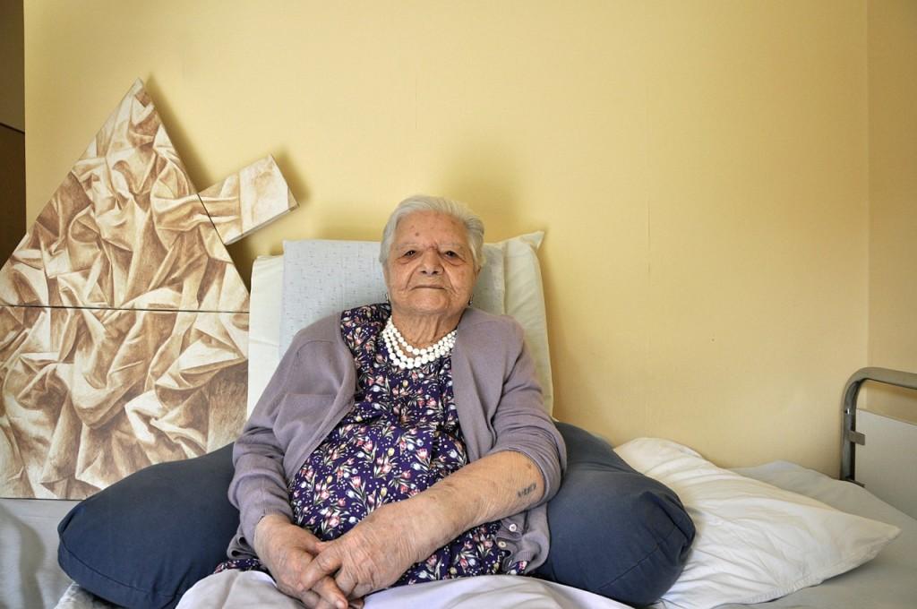 Ζερμαίν Κοέν: Γεννηθηκε στη Θεσσαλονίκη, κατέφυγε στην κατοχή στην Αθήνα απ' όπου και εκτοπίστηκε. Τωρα ζει στην Αθηνα. Είναι η μεγαλύτερη, ετών 104!