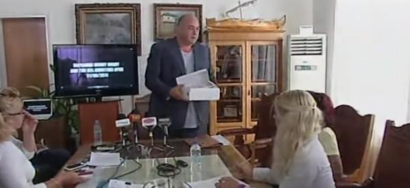Προσβλητική συμπεριφορά Μπέου εναντίον δημοσιογράφου
