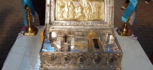 Σε κλίμα κατάνυξης υποδέχθηκαν τον Τίμιο Σταυρό και την ηγιασμένη χείρα της Αγίας Μαρίας Μαγδαληνής
