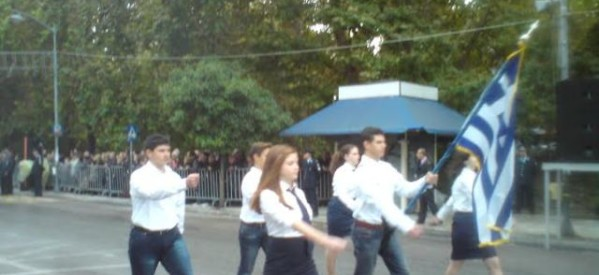 Παρέλαση με κάγκελα δεν είναι παρέλαση (photos)