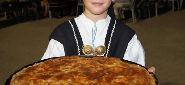 Πανδαισία πίτας, παρά τη βροχή στην Καλομοίρα