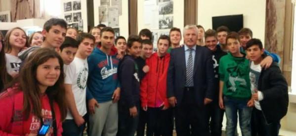 Ο Μιχ. Ταμήλος υποδέχθηκε το 1ο Γυμνάσιο Τρικάλων στη Βουλή