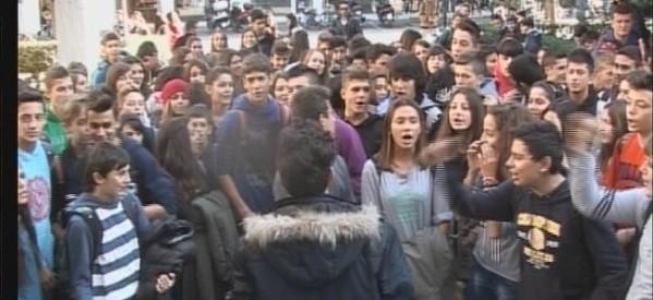 Στους δρόμους Τρικαλινοί μαθητές