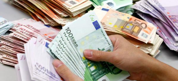 Παράδειγμα προς μίμηση: Δύο 21χρονες βρήκαν 8.000 ευρώ και τα παρέδωσαν στην αστυνομία