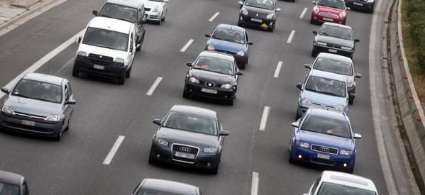 Αφαίρεση άδειας σε όσους οδηγούς μιλούν στο κινητό ή πετούν έξω τσιγάρα!