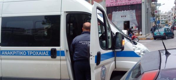 «Βροχή» … πέφτουν οι κλήσεις στα παράνομα σταθμευμένα οχήματα, κυρίως στο κέντρο των Τρικάλων
