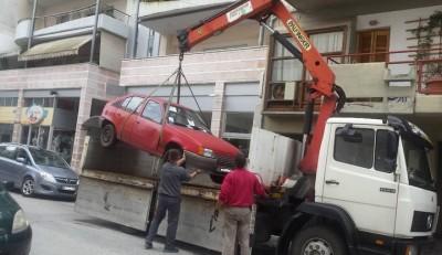 Απομάκρυνση εγκαταλελειμμένων οχημάτων από το δήμο Τρικκαίων