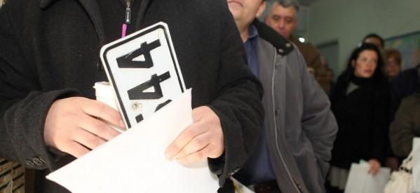 2.750 Τρικαλινοί παρέδωσαν τις πινακίδες στην Εφορία