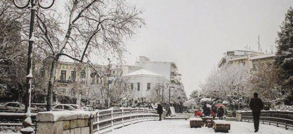 Με χιόνια  στα Tρίκαλα η πρωτοχρονιά