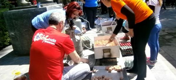 Οι Εθελοντές Τρικάλων βάφουν αβγά