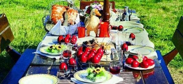 """Τρίκαλα – """"Τραπέζι αγάπης"""" από τους εθελοντές"""