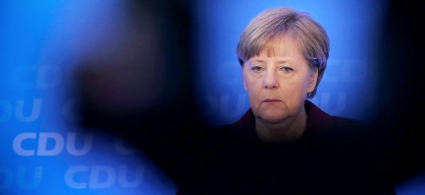 «Πολιτικός σεισμός» στο Βερολίνο: Πρωτιά για Μέρκελ, νίκη για το ακροδεξιό AfD