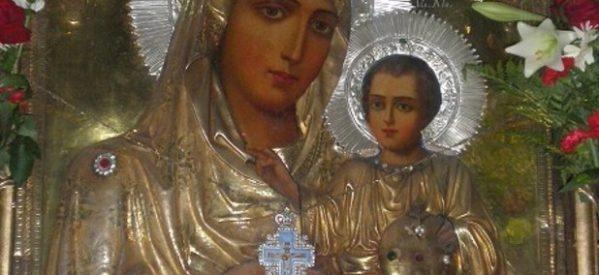 Πλήθος κόσμου στη μεταφορά της εικόνας της Παναγίας στη Φαρκαδόνα