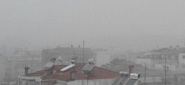 Ισχυρή καταιγίδα πλήττει αυτή τη στιγμή τα Τρίκαλα