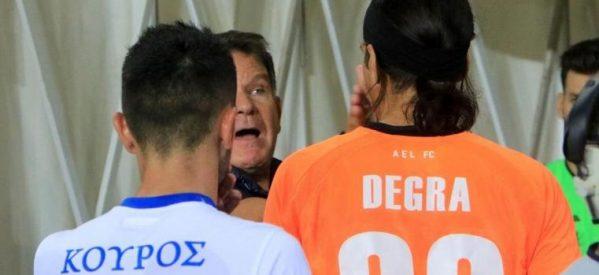 Έξαλλος ο Κούγιας, χαστούκισε τον Ντεγκρά για το λάθος του – Ανταπέδωσε ο γκολκίπερ της Λάρισας (Photos)