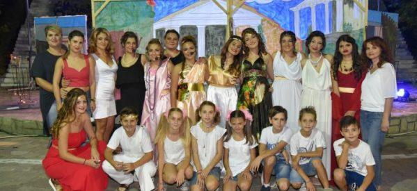 Οι «ΟΝΑΡ» μάγεψαν το κοινό στο ανοιχτό δημοτικό θέατρο Φαρκαδόνας με την παράσταση «Ποια Ελένη;»