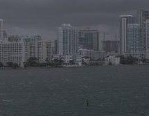 Ανευ προηγουμένου η κινητοποίηση στις ΗΠΑ   -Μόλις 10 μίλια από τη Φλόριντα ο τυφώνας «Μάθιου»