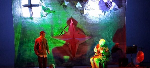 Mία υπέροχη παράσταση «Το μόνον της ζωής του ταξείδιον» – ρεσιτάλ ηθοποιίας από τον Βασίλη Νανάκη και τον Δημήτρη Τσίκο,