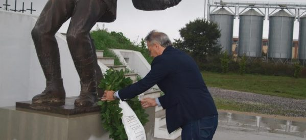 Kατάθεση στεφάνων στο μνημείο του Υψώματος 731