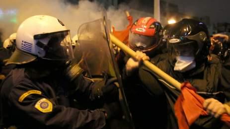 Ένταση και χημικά στη διαδήλωση κατά Ομπάμα [ΦΩΤΟ]
