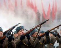 Ιστορική παρέλαση στην Κόκκινη Πλατεία