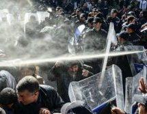 Μεγάλες διαδηλώσεις με συγκρούσεις, δακρυγόνα και ξύλο σε Κωνσταντινούπολη και Άγκυρα