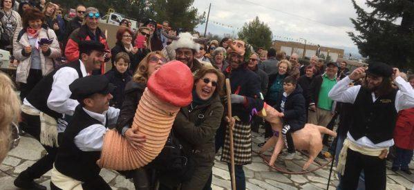 Στον Τύρναβο λατρεύουν τους φαλλούς – «Μπουρανί», το πιο γκροτέσκ έθιμο της ελληνικής επικράτειας (ΦΩΤΟ)