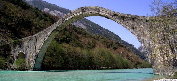 Πλήθος κόσμου στην παρουσίαση του ντοκυμαντέρ για το γεφύρι της Πλάκας