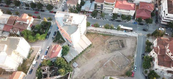 «Κρυμμένα» αρχαία στο υπόγειο πολυκατοικίας και σπιτιών στα Τρίκαλα