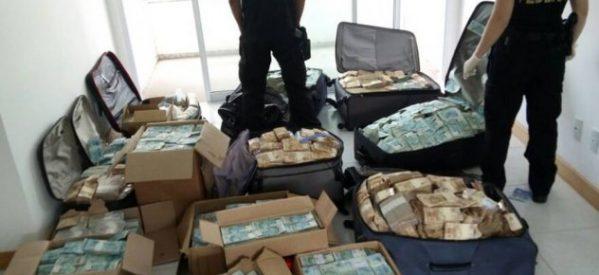 Σε κούτες & βαλίτσες: σε σπίτι πρώην υπουργού η μεγαλύτερη κατάσχεση μετρητών στην ιστορία