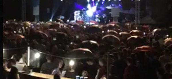Διακόπηκε λόγω βροχής η συναυλία του Ρέμου στο ARENA, απογοήτευση για 12.000 Λαρισαίους-Θα επαναληφθεί το βράδυ της Τετάρτης με ελεύθερη είσοδο