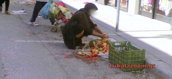 Τρίκαλα: Γιαγιά μαζεύει φρούτα και ψάρια από τον δρόμο