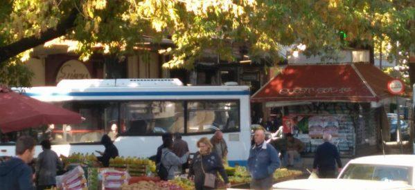 Να φύγουν τα λεωφορεία από τη λαϊκή αγορά τώρα !!