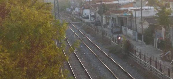 Λάρισα – «Ανθρώπινη αλυσίδα» για διάβαση των σιδηροδρομικών γραμμών με ασφάλεια