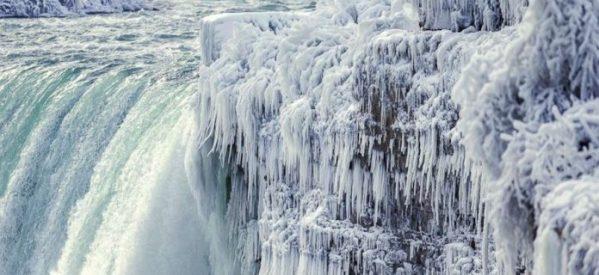 Οι καταρράκτες του Νιαγάρα πάγωσαν από το κρύο – Εικόνες που «κόβουν την ανάσα»