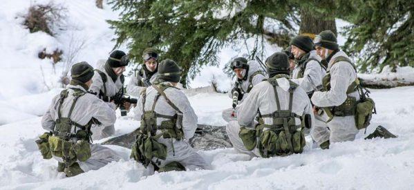 Εντυπωσιακές φωτογραφίες από τη χειμερινή εκπαίδευση της Σχολής Μονίμων Υπαξιωματικών στο Περτούλι