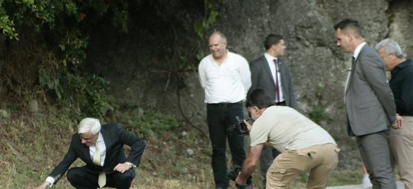 Καλαμπάκα: Η συνάντηση του Προκόπη Παυλόπουλου με μια… χελώνα