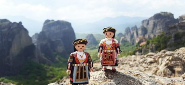 Playmogreek,ή αλλιώς Πέτρος Καμινιώτης,o 21άχρονος Καρδιτσιώτης που ντύνει τα Playmobil με παραδοσιακές φορεσιές