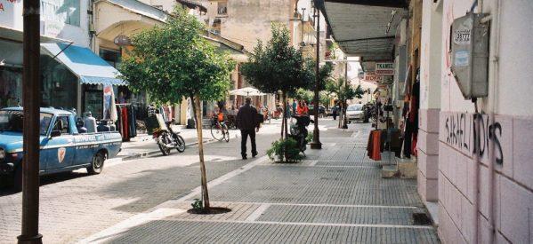 "To ""ιστορικό εμπορικό κέντρο των Τρικάλων"" και η οδός Πλούτωνος"