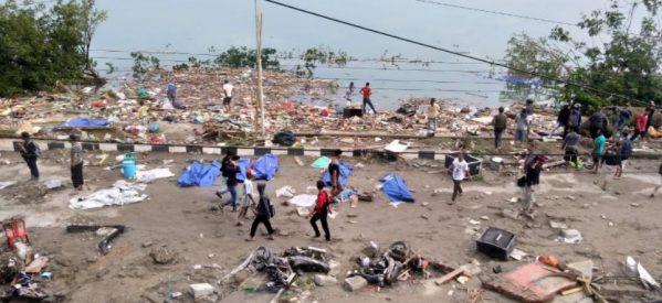 Ινδονησία: Στους 832 οι νεκροί από το τσουνάμι! – Δραματικό βίντεο με άντρα να φωνάζει για τα κύματα