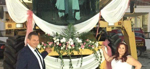 Τρίκαλα –  Ο γαμπρός πήγε στην εκκλησία με την θεριζοαλωνιστική μηχανή