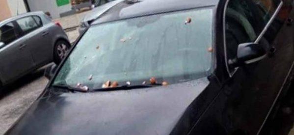 Πέταξαν αυγά στο αυτοκίνητο του Δημάρχου Καλαμπάκας