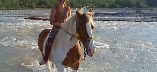 Η γητευτής των αλόγων από την Καλαμπάκα και η  θεραπευτική ιππασία