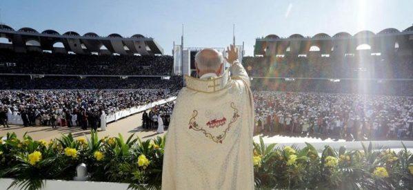 DW: Ο Πάπας λειτουργεί στο Άμπου Ντάμπι