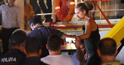Μήνυση κατέθεσε η πλοίαρχος του Sea-Watch κατά του Σαλβίνι