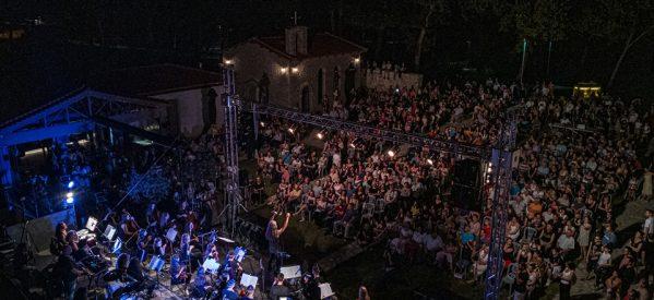 Φανταστική βραδιά με τη Συμφωνική Ορχήστρα Νέων Τρικάλων και τους Trouble Makers