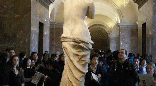 Aν κάποια στιγμή επισκεφθείτε το Μουσείο του Λούβρου και θαυμάσετε την Αφροδίτη της Μήλου